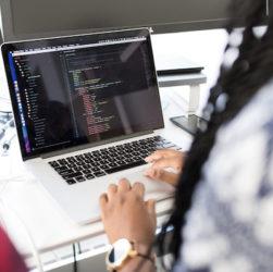Photo of web developer vs software engineer